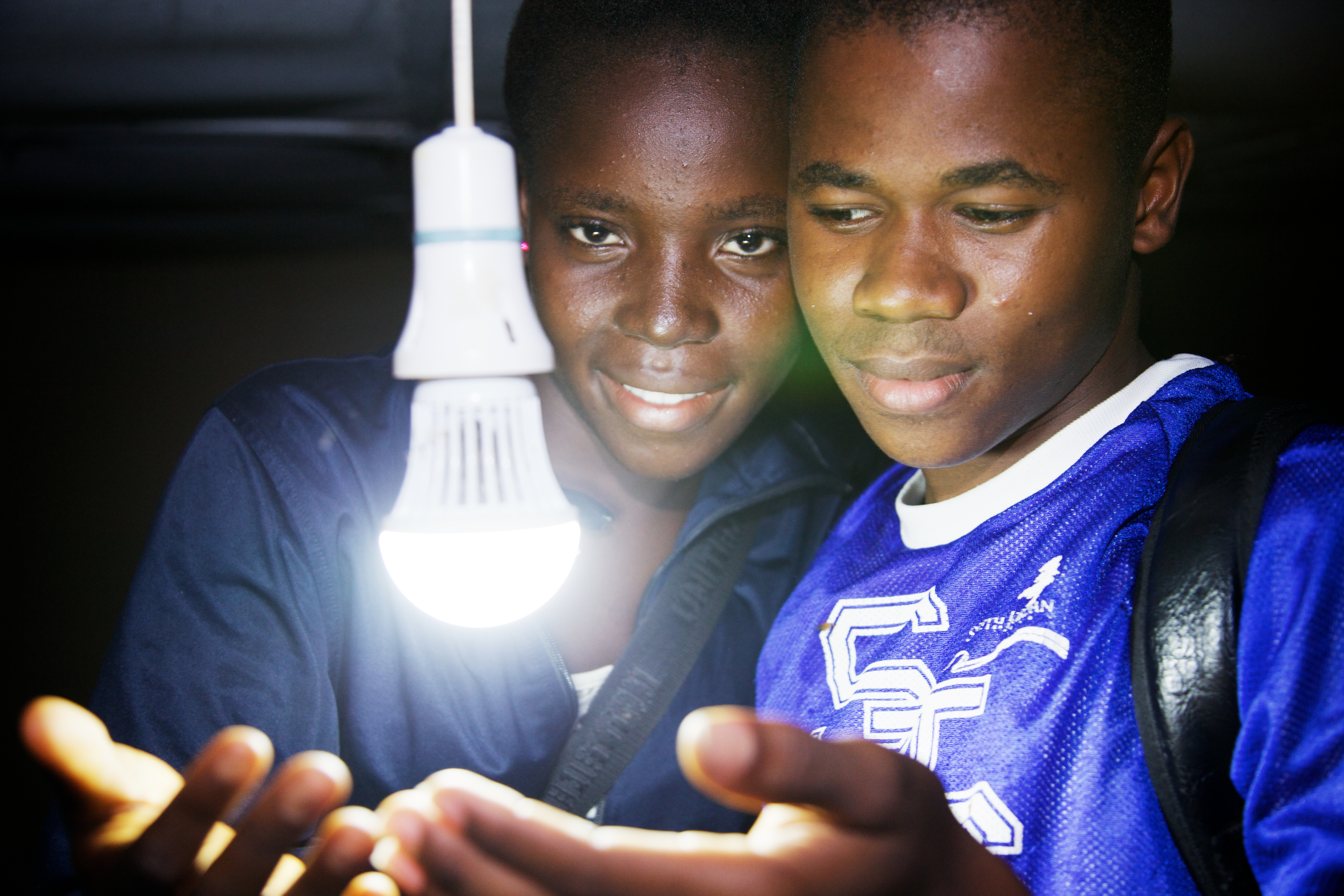 Fanta Mansaray and Fodie Sesay studying at night Loma Secondary School Kabala Sierra Leone Photo William Vest-Lilles_e